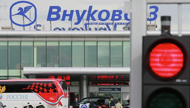 Пассажирский Boeing с отказавшим двигателем экстренно сел во Внуково