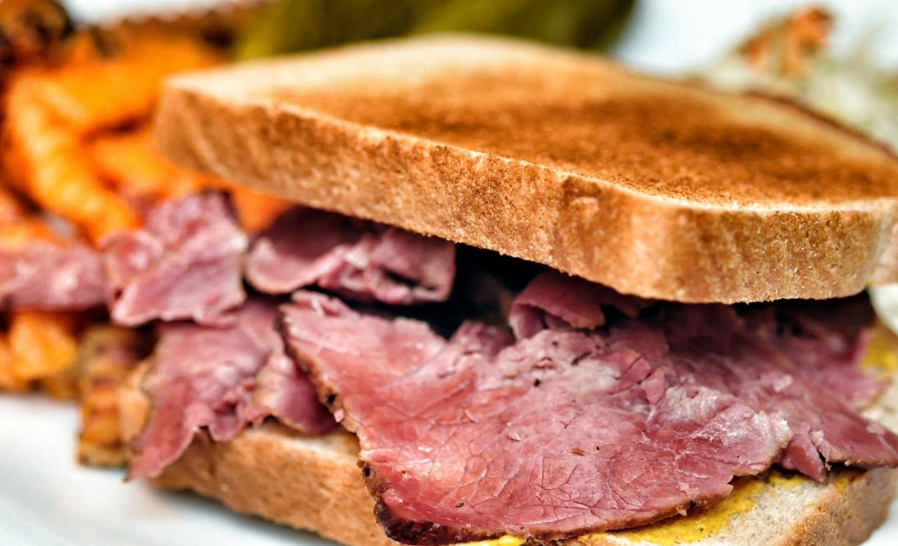 Мясо для бутербродов. 3 рецепта дешевле колбасы