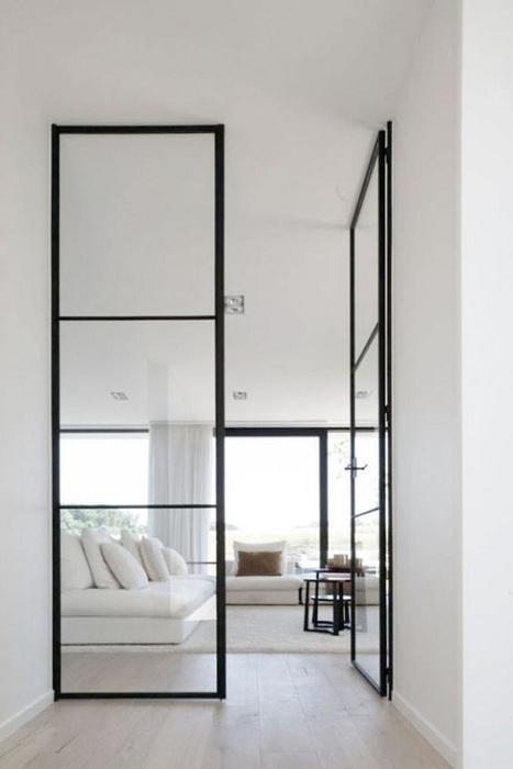 Перегородка в виде стеклянных дверей, что послужат лучшим решением для интерьера.