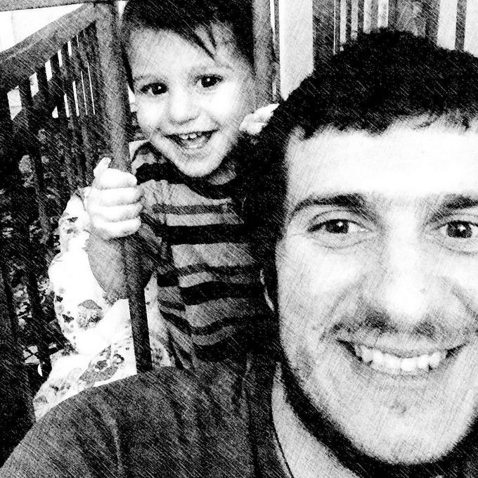 Блогер с Украины, которому в Сети помогли собрать на дом, поблагодарил русских за помощь