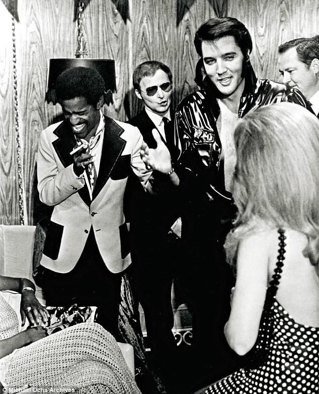 1970 год. Гримерка Элвиса перед концертом архив, знаменитости, интересно, история, редкие снимки, фото, фотоальбом, элвис пресли
