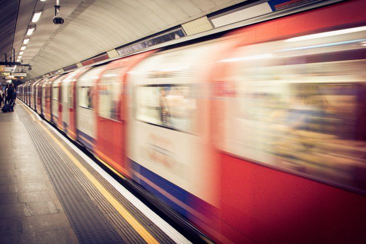 Случай в метро: как два мужика третьему кучу нервов и времени спасли