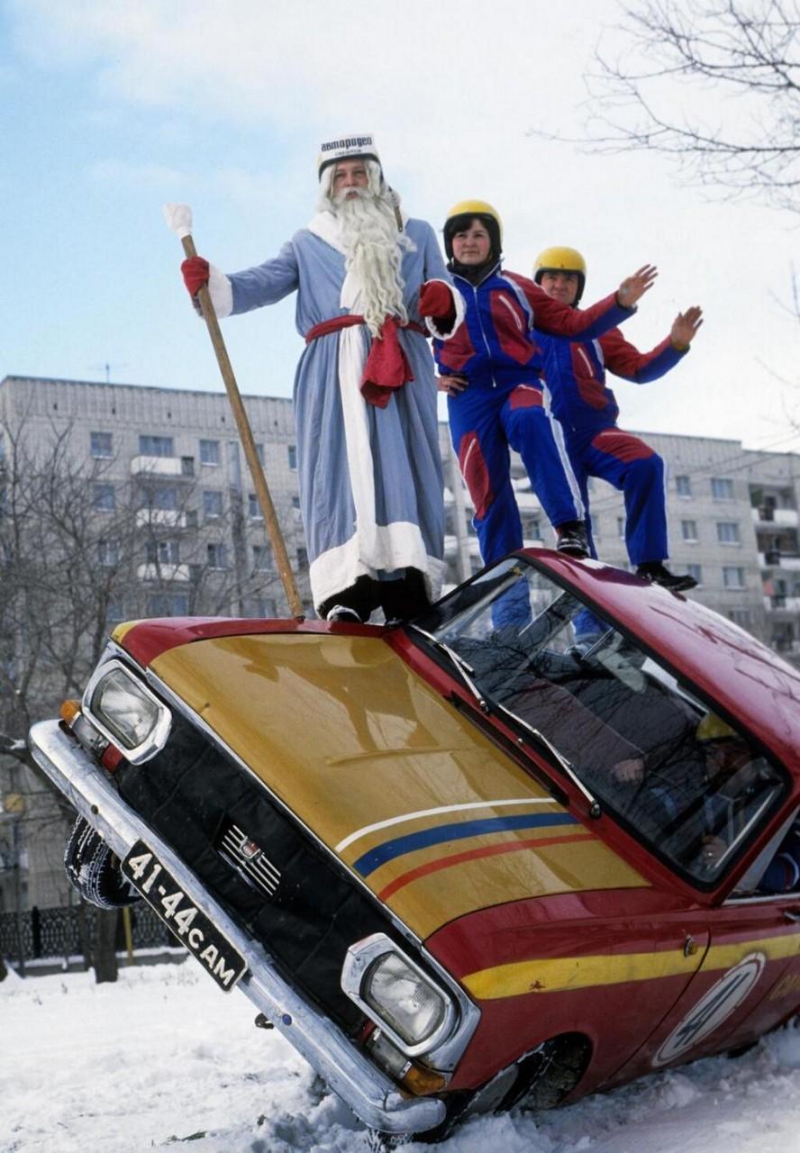 26 фото с советским Дедом Морозом из 80-х годов