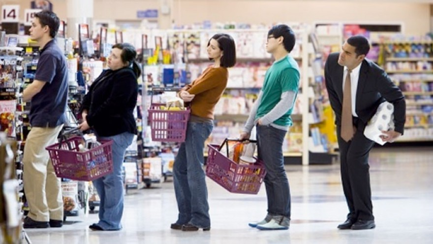 Как выбрать самую быструю очередь в супермаркете