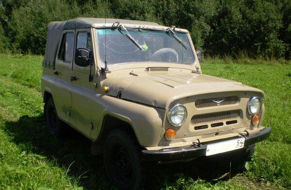 Как водитель УАЗа не стал вытаскивать с поля застрявшего «дорожного учителя» на Тойоте.