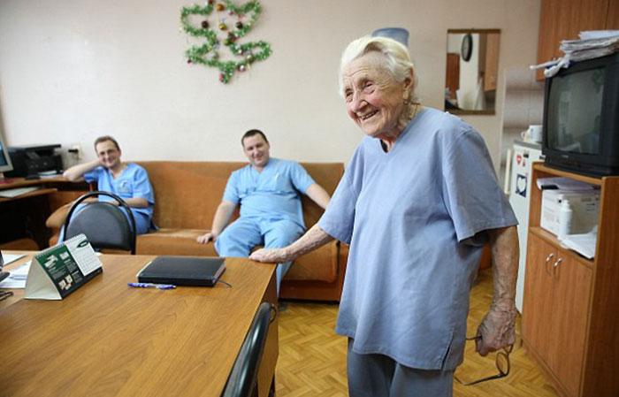 """Лауреат премии """"Лучший врач России"""". Старейший в мире практикующий хирург"""