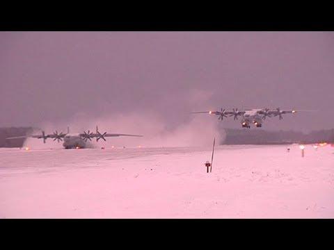 Летчики военно-транспортной авиации отработали мастерство экстремальных взлета и посадки под Тверью