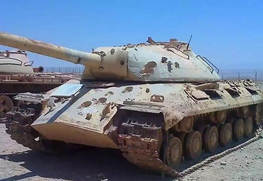 Танк ИС-3 «побитый» 105-миллиметровыми снарядами