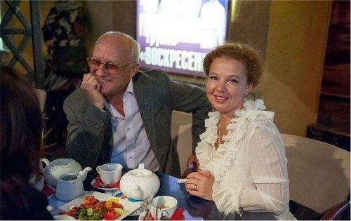 70-летний Юрий Беляев и 43-летняя Татьяна Абрамова. Кажется, эти двое были созданы друг для друга?