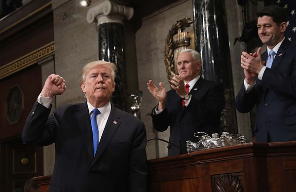 Трамп попросил конгрессменов не урезать военный бюджет из-за угрозы со стороны России и КНР