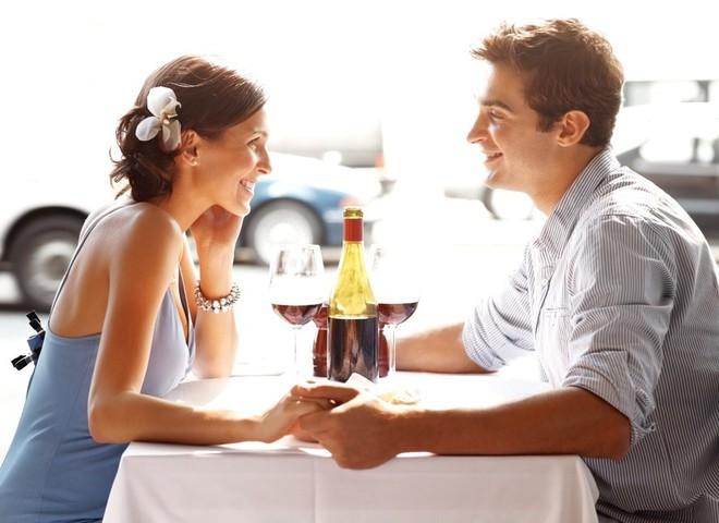 Может ли женщина первой пригласить мужчину на свидание