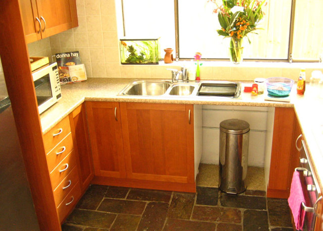 Использования пространства перед окном на маленькой кухне