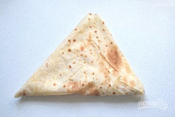 Сверните треугольником.