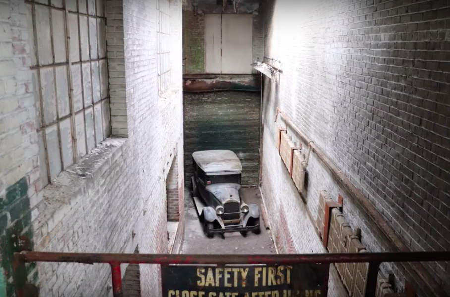 На заброшенной фабрике нашли довоенный Packard, простоявший там более 40 лет