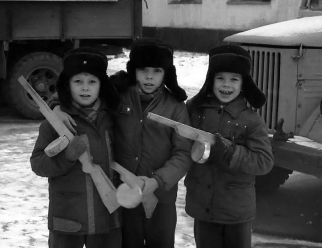 Все наверное в детстве в войнушку играли...