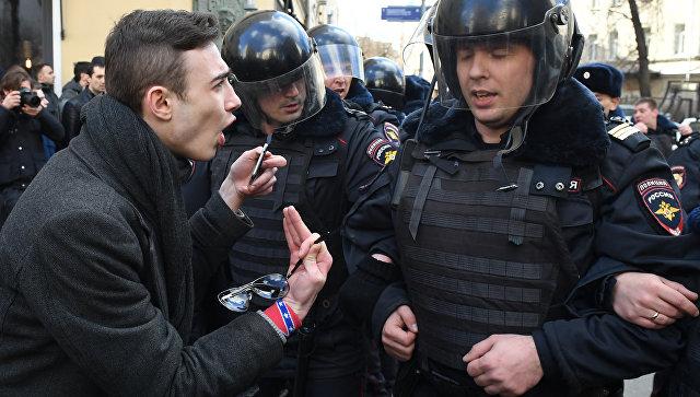 Пострадавший на акции протеста в Москве полицейский рассказал о нападении