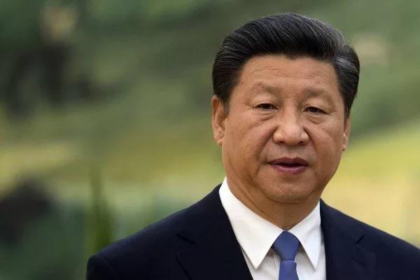 Китай отправил встречать американский эсминец военные корабли и истребители