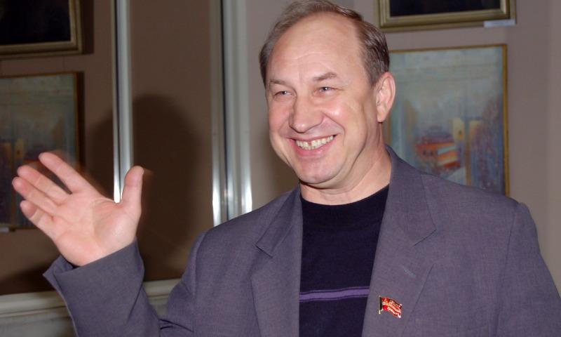 Депутат-коммунист Рашкин попросил СКР проверить информацию о «яхтах и особняках» Медведева