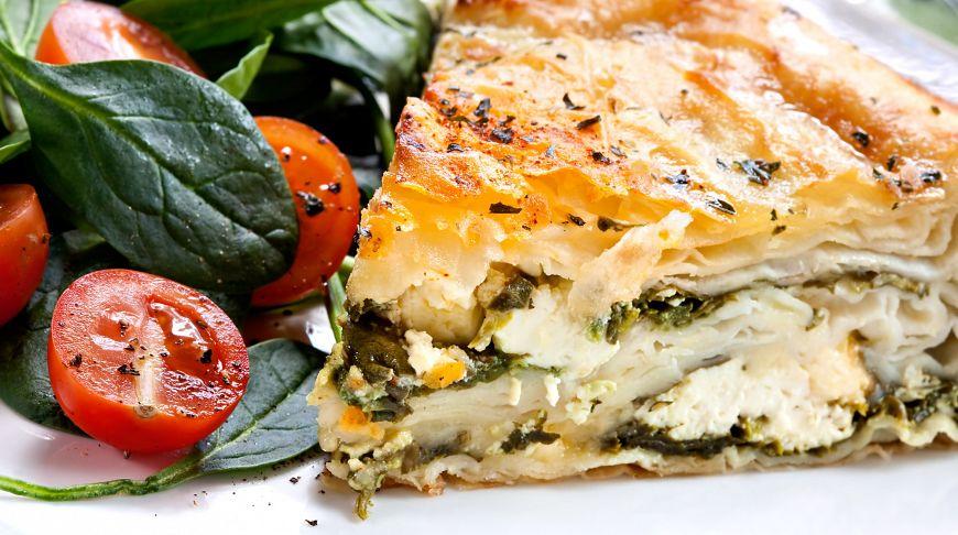 Спанакопита: хрустящий пирог со шпинатом и сыром