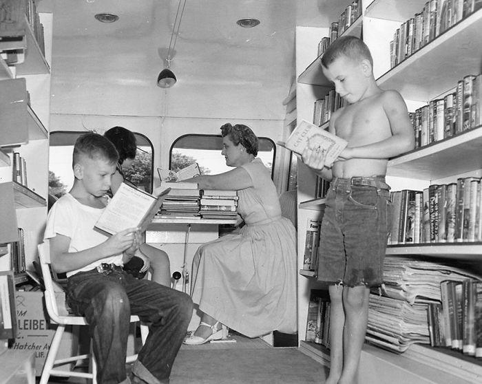 1920-е годы библиотека, библиотека на колесах, ретро фото
