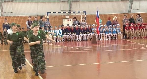 Пензенские власти объяснили строевую подготовку в детском саду развитием «двигательных навыков»