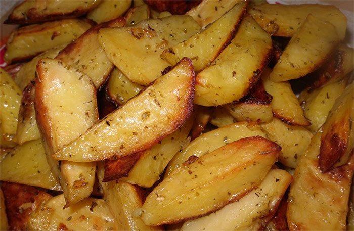 Как сделать запечённый картофель в микроволновке