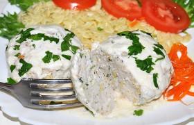 Куриные биточки в сливочно-сырном соусе – пошаговый фоторецепт