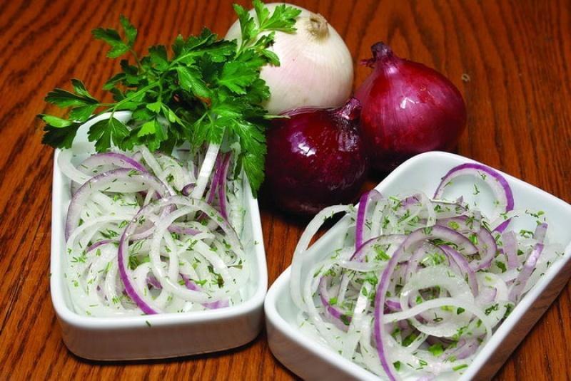 Маринованный лук к шашлыку или вместо салата