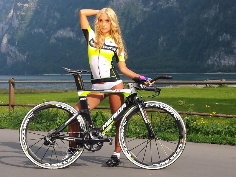 девки на велосипедах фото