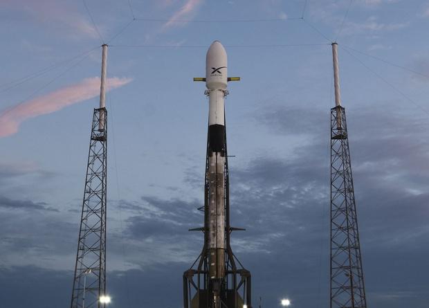 SpaceX запустила первые 60 с…