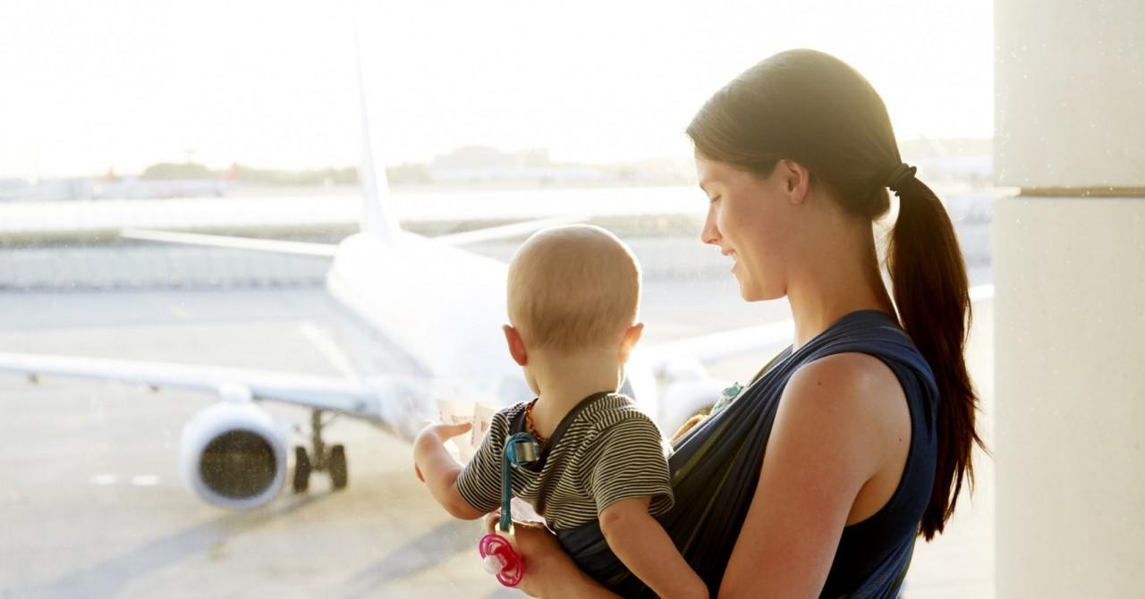 Как совершить авиаперелет с младенцем