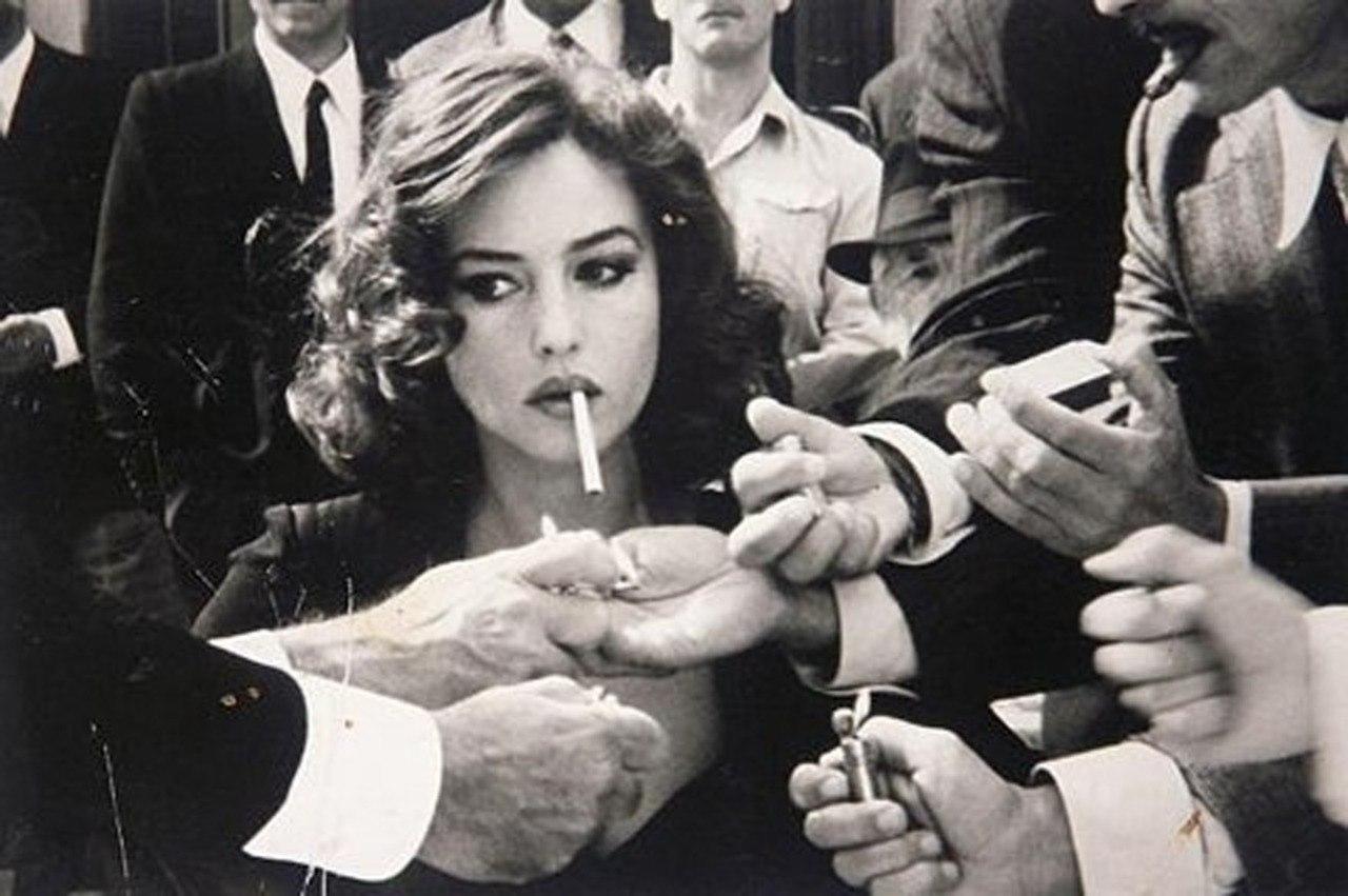 Картинки по запросу курящая девушка