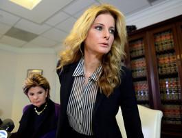 СМИ: Американка, обвинившая Трампа в домогательствах, подала в суд