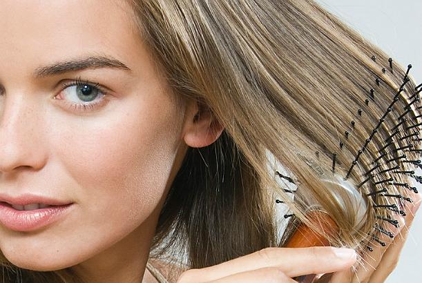 У вас выпадают волосы? 10 способов решить проблему