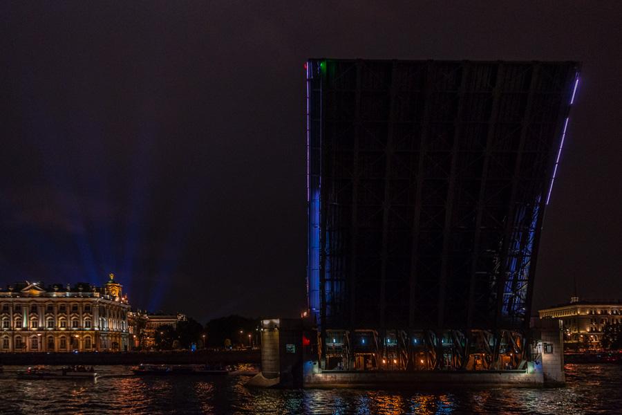 Как разводят Дворцовый мост? Взгляд изнутри