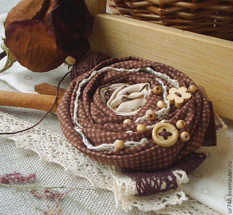 http://cs1.livemaster.ru/foto/large/74c19412967-ukrasheniya-tekstilnaya-brosh-v-gostyah-u-n4808.jpg
