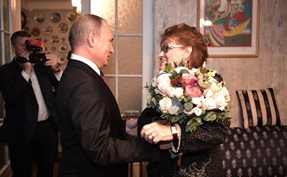 Путин пошутил про свою работу: «В конце месяца нужно в кассу за зарплатой»