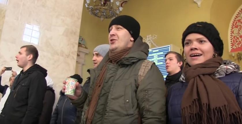 """Харьковчане подхватили песенный флешмоб .  """" Старый клен """""""