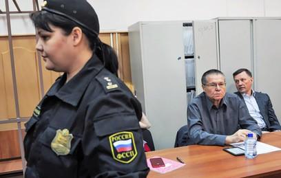 Улюкаев просит СКР проверить Сечина на ложный донос