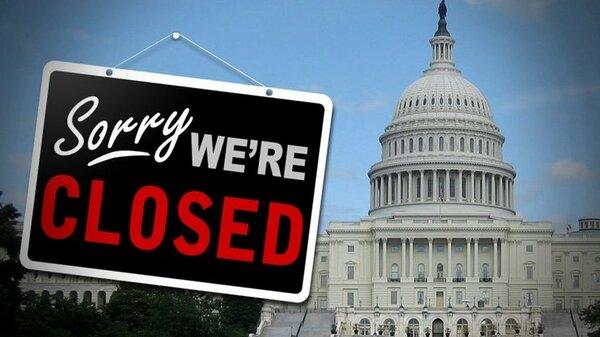 Классика по-американски: политики грызутся, а люди стоят в очереди за бесплатной едой