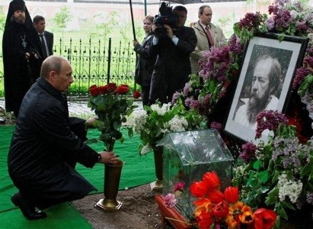 О Солженицыне: поэтом можешь ты не быть, но антисоветчиком быть обязан!