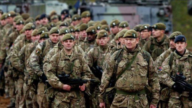 """Синяк и выбитые зубы: Таллин пугает британских солдат """"рукой Москвы"""""""