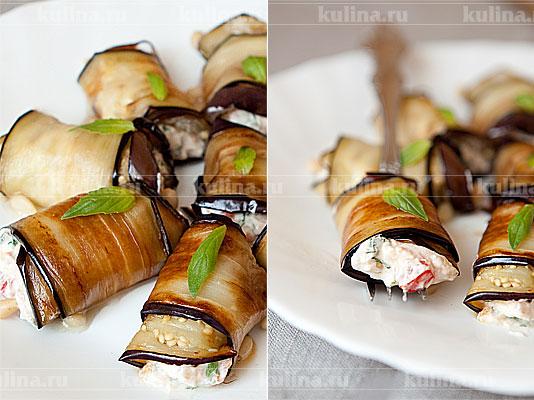 Положить рулеты из баклажанов на сервировочное блюдо, украсить листиками базилика и подать к столу. Приятного аппетита!