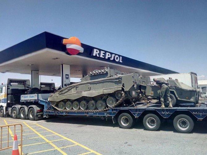 Мадрид ввел в Каталонию танк…