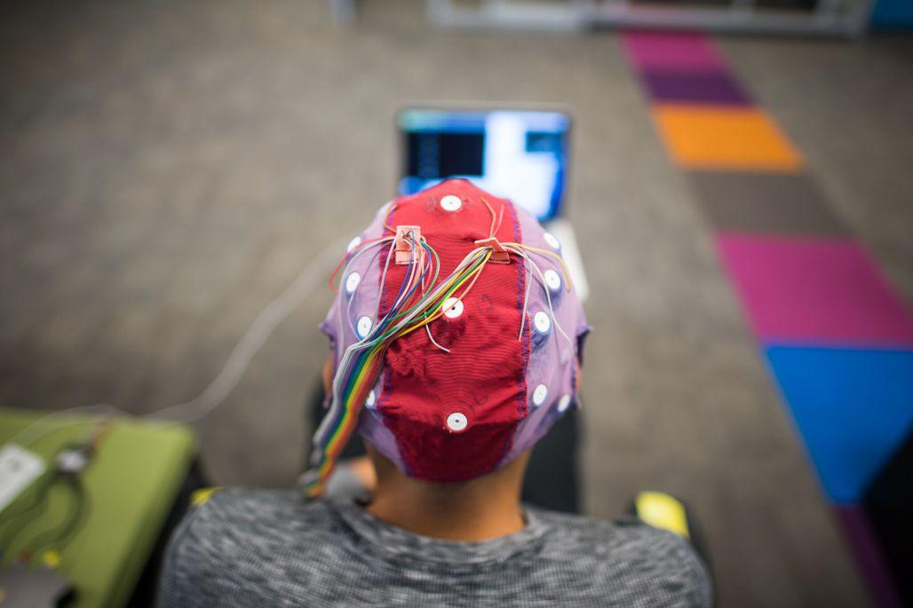 Новый нейроинтерфейс от Neurable позволяет играть в Skyrim без задержек