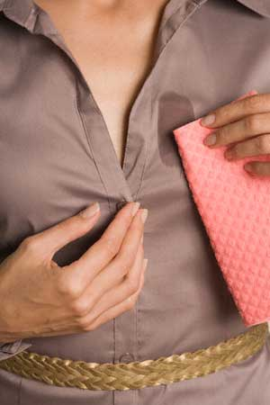 Вывести жирное пятно с одежды в домашних условиях