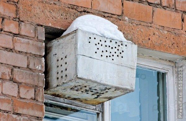 Фото: teron.ru Пример форточного холодильника.