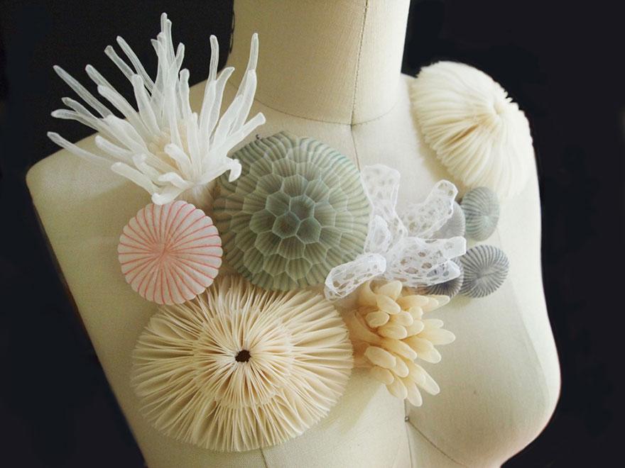 Фантастические украшения из полупрозрачной ткани