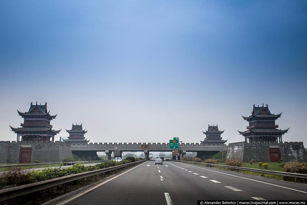 Обогнать Америку. Большой репортаж о китайских дорогах