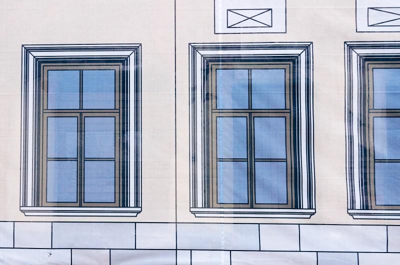 Окна домов на улице Металлистов, город Тула